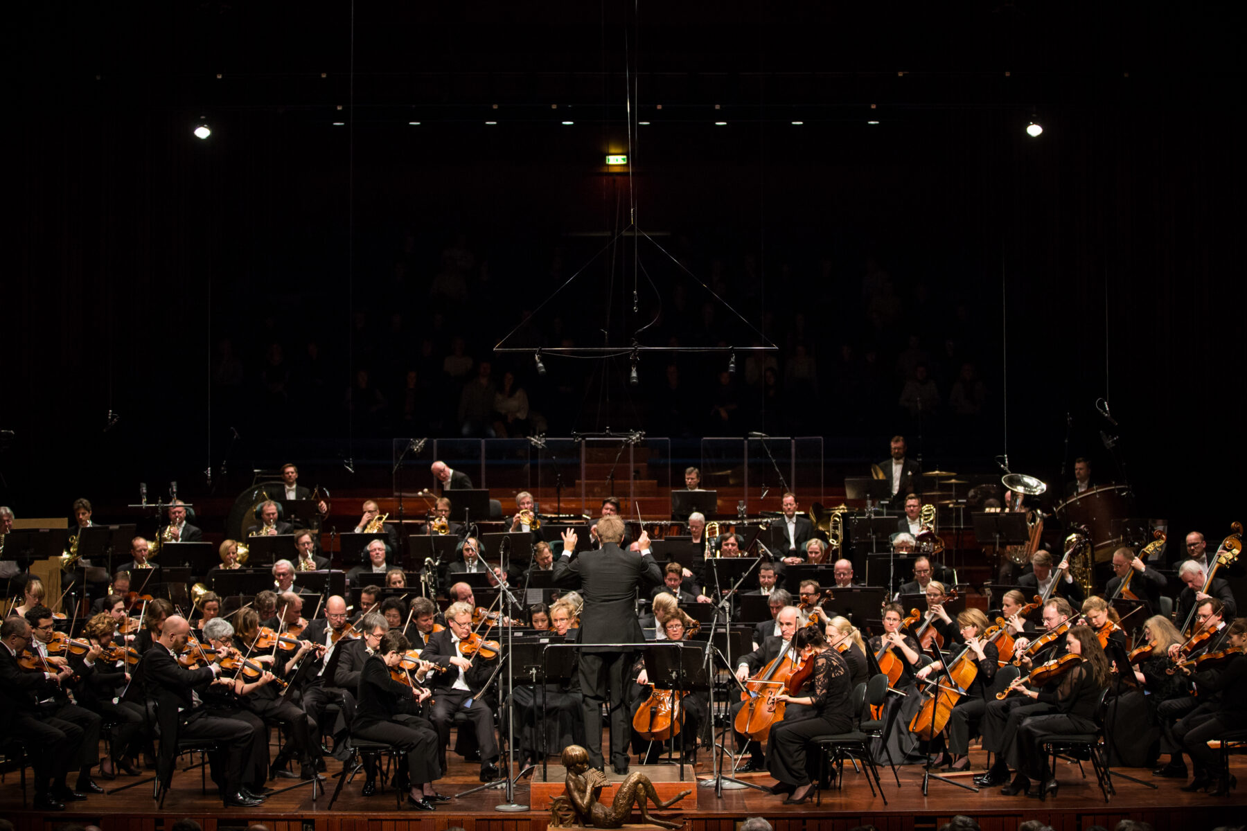 Oslo Philharmonic Orchestra with Chief Conductor Vasily Petrenko. Photo: Johannes Granseth. Top photo: Trygve Indrelid