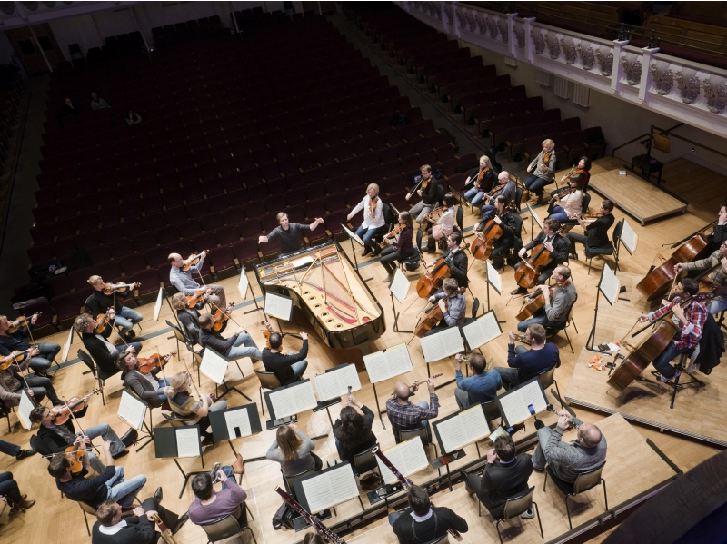 Leif Ove Andsnes and the Mahler Chamber Orchestra at Cadogan Hall in London. Photo:  Holger Talinski
