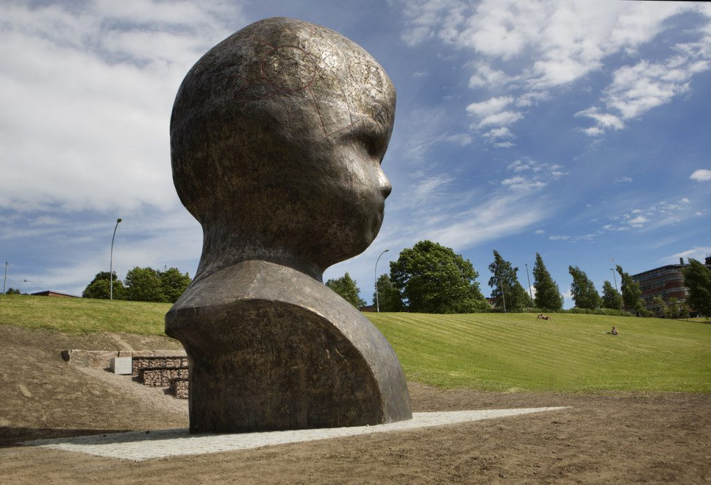 Marianne Heske's Head N.N. in Torshovdalen park in Oslo. Photo: Sverre Chr. Jarild