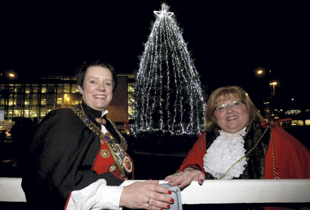 The Mayor of Bergen, Marte Mjøs Persen and Lord Mayor of Newcastle upon Tyne, councillor Hazel Stephenson by the Norwegian Christmas tree in Newcastle - Photo: Steve Brock